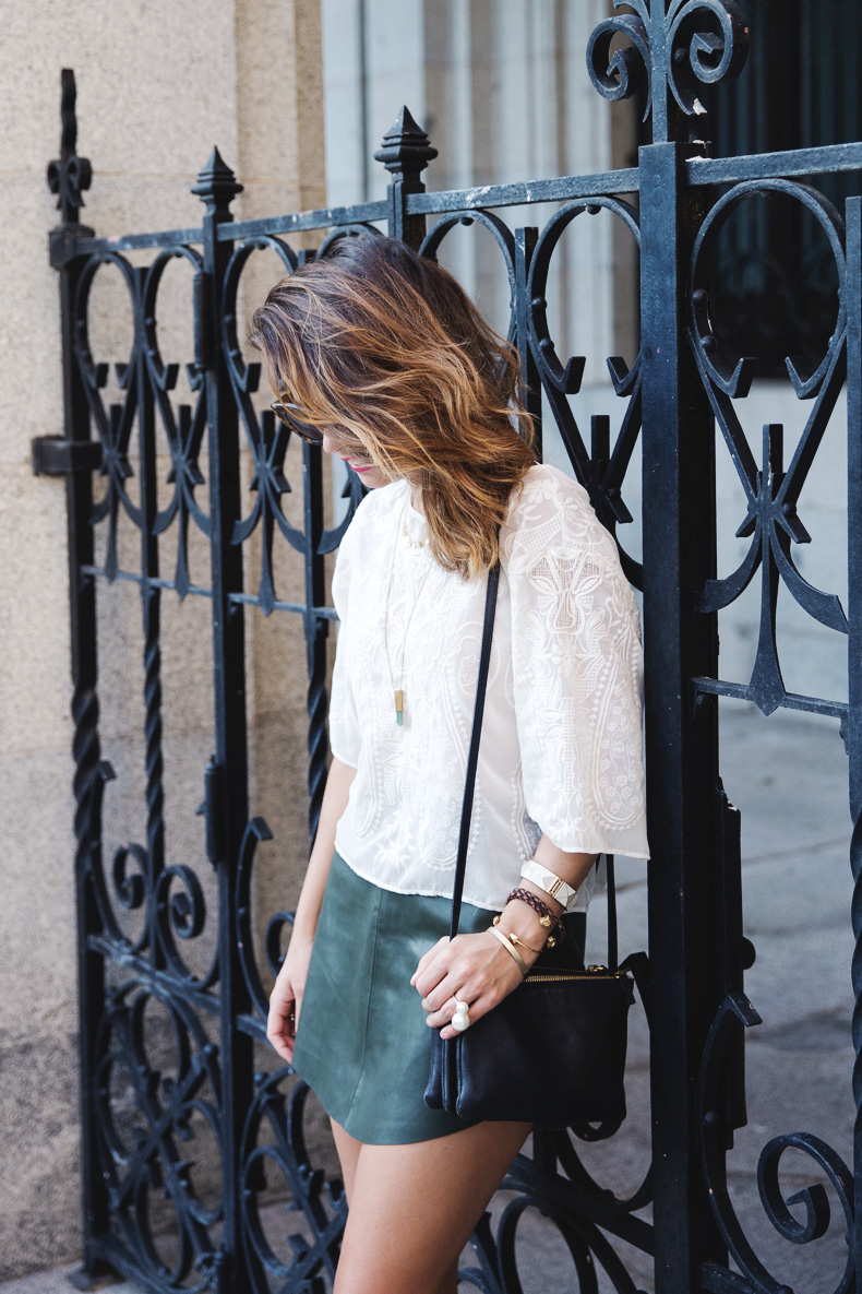 Snake_Sandals-Green_Skirt-Lace_Top-Outfit-Street_Style-7