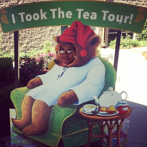 I took the #tea tour and learned a lot. I'm so happy I got to do this. Guess who is in a good mood with a new favorite tea flavor? #celestialseasonings #boulder #travelgram
