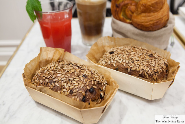 Currant, rye bread with sunflower seeds