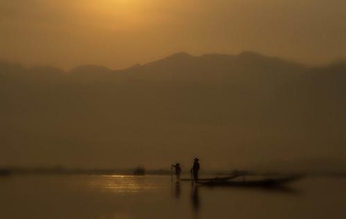 lake water sunrise boats lago landscapes fishermen alba burma atmosphere barche aurora myanmar inle antonio acqua paesaggi atmosfera pescatori birmania mat56 romei