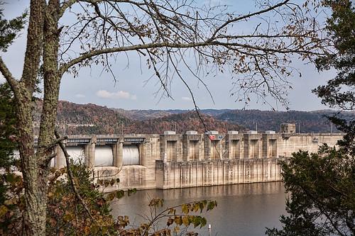 water kentucky fallcolors scenicviews generalscenic riverslakesponds scenicplaceswolfcreekhatchery wolfcreekhatchery