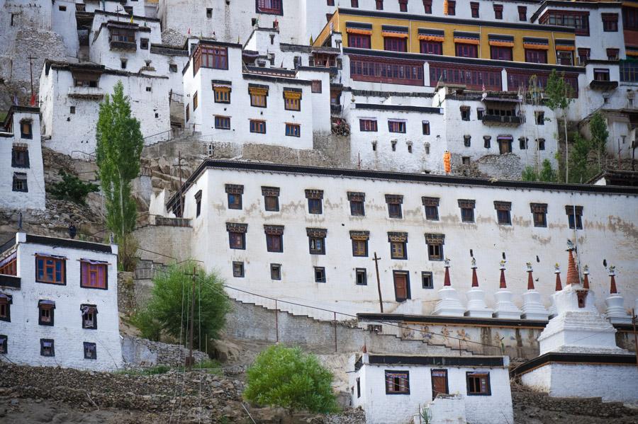 Строения Тикси гомпы. Монастыри Ладакха (Монастыри малого Тибета) © Kartzon Dream - авторские путешествия, авторские туры в Ладакх, тревел фото, тревел видео, фототуры