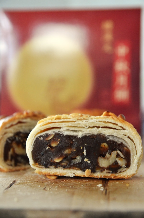 Teochew Walnut Mooncake