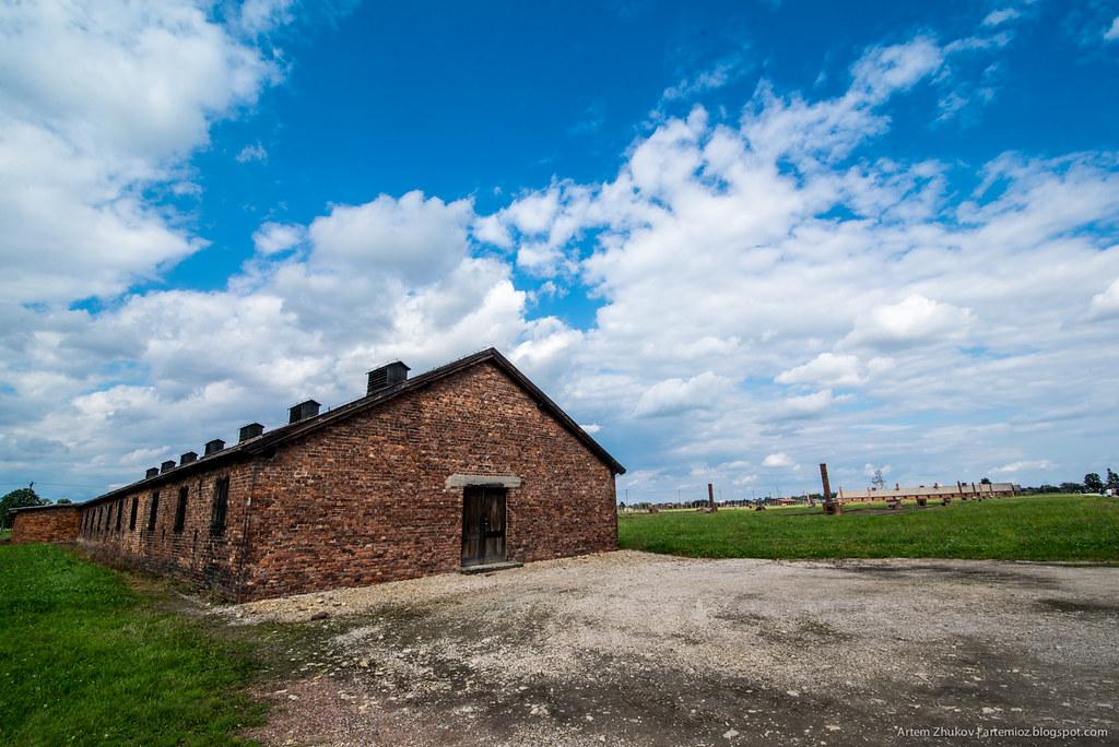 Auschwitz II–Birkenau-10.jpg