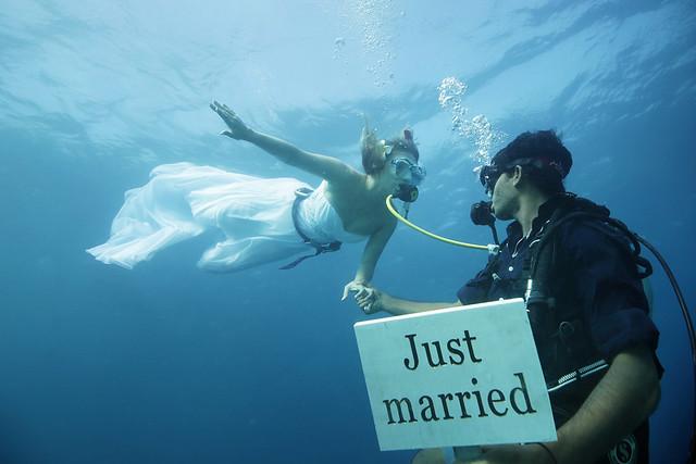 underwater-wedding-maldivesdiveguide
