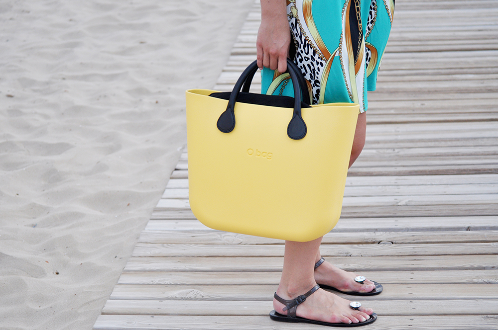 something fashion oropesa valencia fashion blogger spain, beach style hermes inspired outfit gloria ortiz flats jellies, ponytail comfortable style hair summer 2014, yellow bag OBAG mise en dior earrings