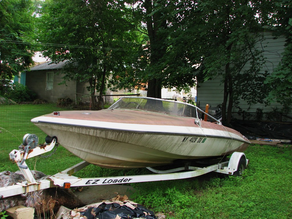 AN OLD GLASTRON CARLSON BOAT IN AUG 2014   Now old dirty and…   Flickr