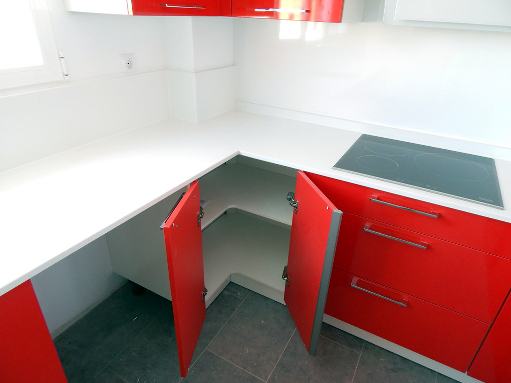 Muebles de cocina modelo neo en rojo for Muebles de rincon para tv