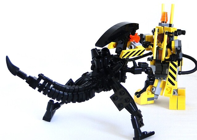 Ripley power loader burning the alien queen