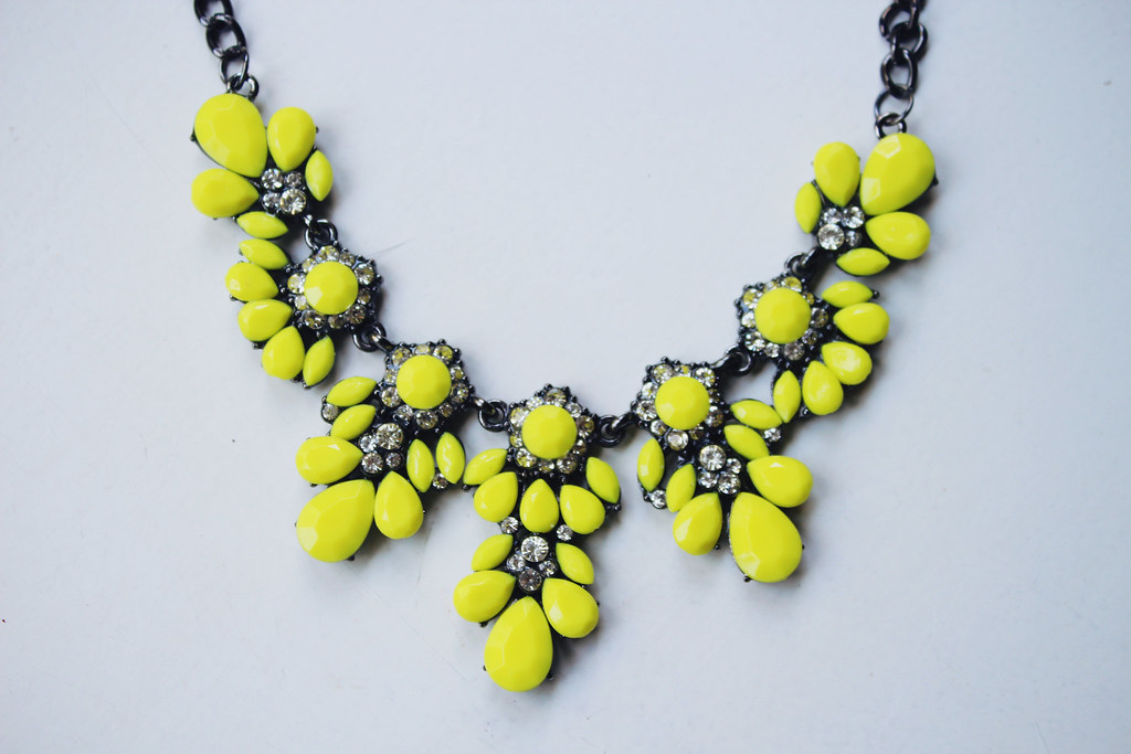 neon-color-statement-necklace