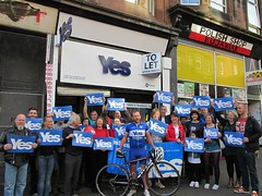 Indygogo cyclist arrives at Yes Provan, 2014