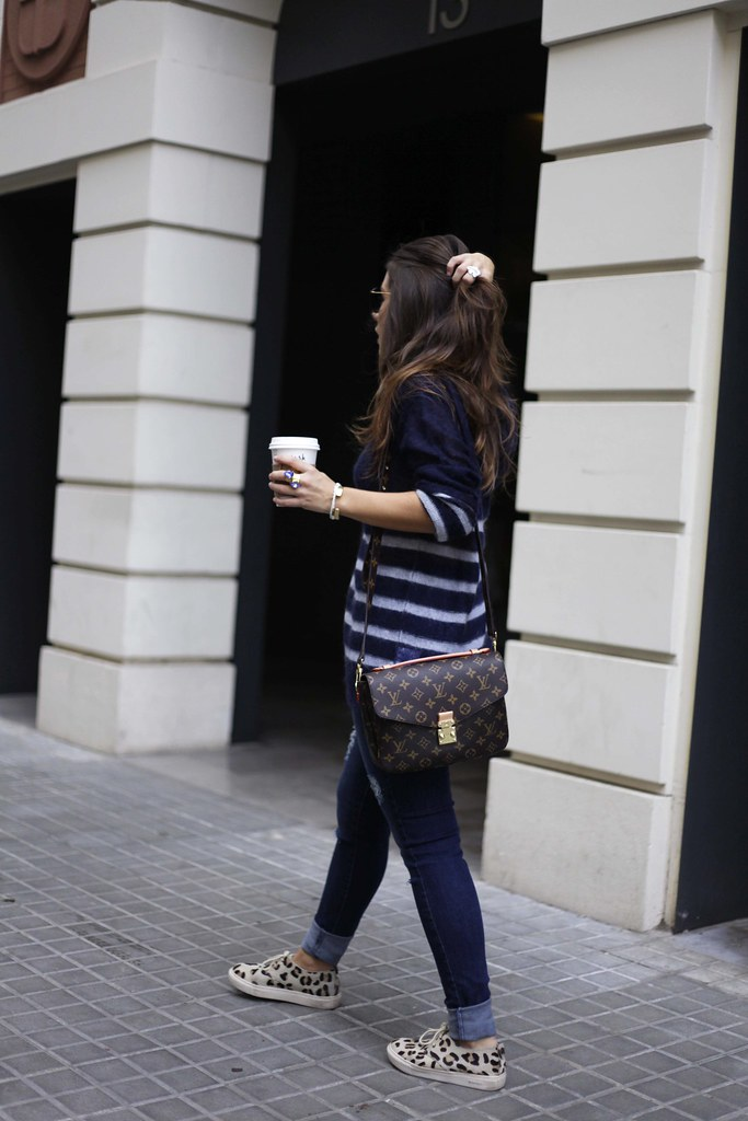 01_CASUAL_OUTFIT_LEOPARD_AND_STRIPES_BLOGGER_BARCELONA_THEGUESTGIRL