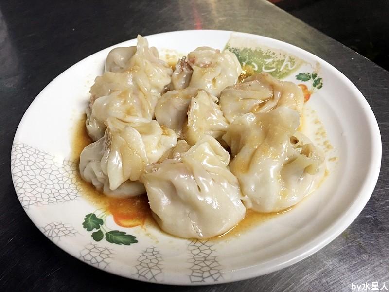 30503470431 d55b1f7a50 b - 台中西屯【領帶臭豆腐】好酥脆的臭豆腐,老闆真的繫著領帶賣臭豆腐!