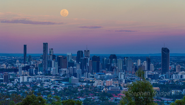 Supermoon over Brisbane 14Nov16 (panorama)