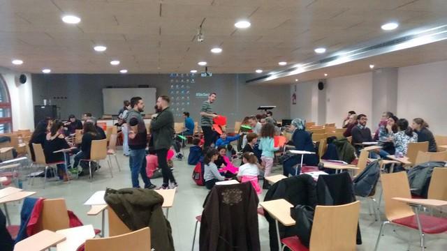 El Centre Socioeducatiu Poblenou visita la Facultat