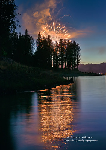 california sky lake mountains reflection america forest landscape fire fireworks nevada 4th july sierra shore fourth basslake darvin darv lynneal yosemitelandscapescom