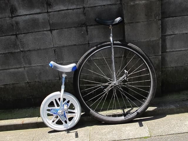 親子で一輪車。