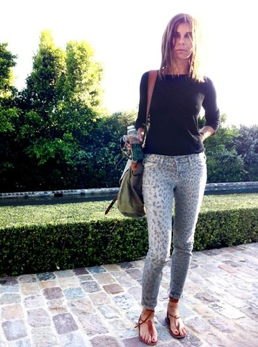 Carine_Roitfeld_wearing_Current_Elliott_Leopard_Stiletto_Jeans_Grey