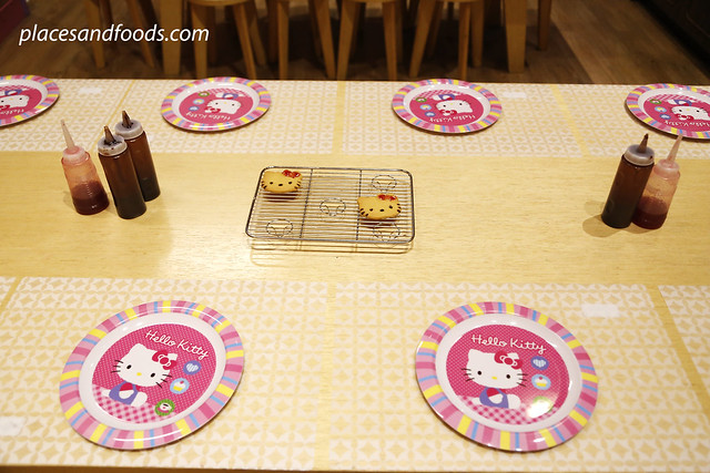 hello kitty town johor biscuit making