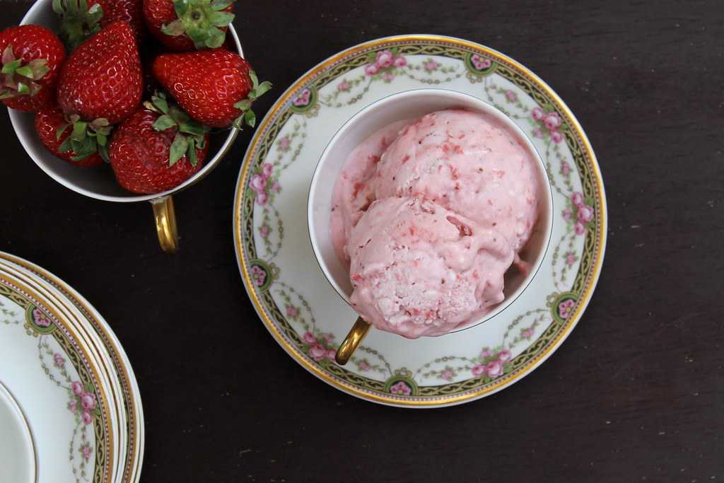 vegan Strawberry Ice Cream from above | http://www.katesshortandsweets.com