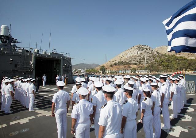 Χαιρετισμός ΥΕΘΑ Δημήτρη Αβραμόπουλου κατά την επίσκεψή του στη φρεγάτα ΣΑΛΑΜΙΣ (5/8/14)