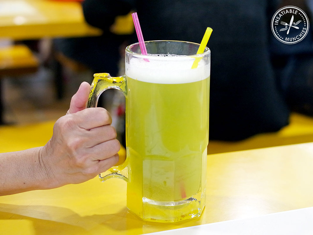 A MASSIVE jug/mug/glass of sugarcane juice, only for $1.50! From Chomp Chomp hawker centre