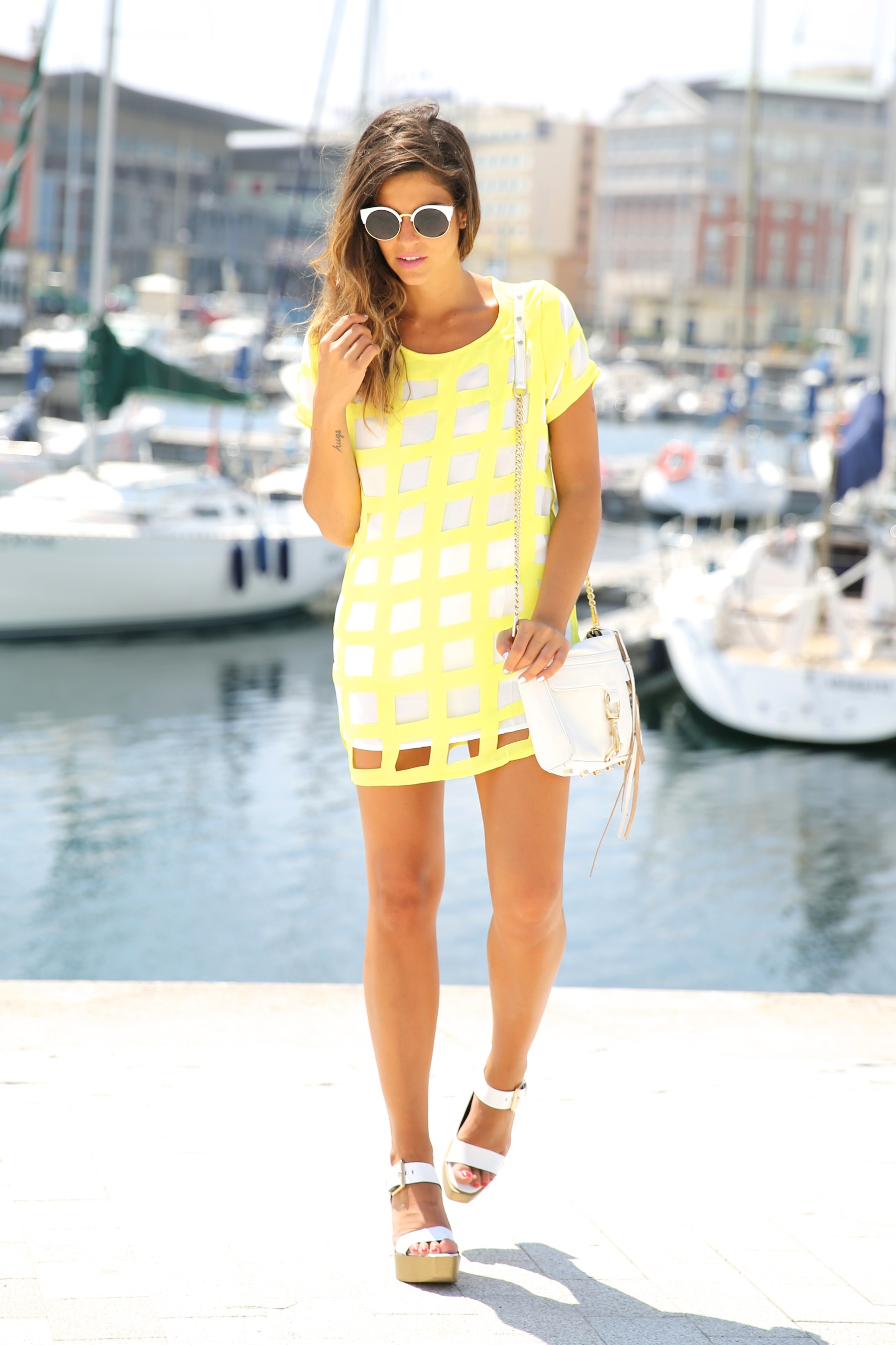 trendy_taste-look-outfit-street_style-ootd-blog-blogger-moda_españa-fashion_spain-coruña-galicia-sandalias_plataforma-platform_sandals-rebecca_minkoff-yellow-amarillo-vestido-dress-plaid-cuadros-9