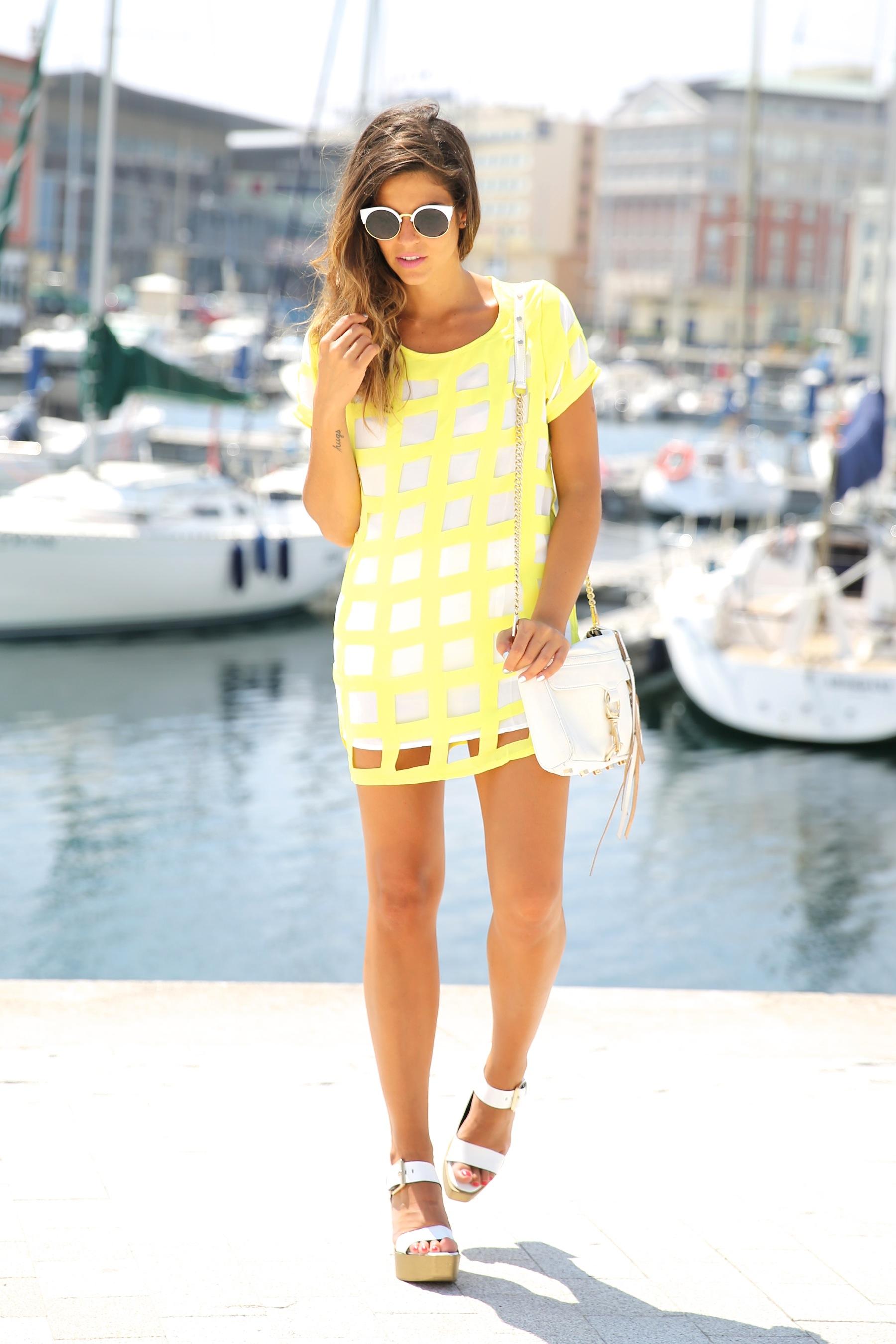 trendy_taste-look-outfit-street_style-ootd-blog-blogger-moda_españa-fashion_spain-coruña-galicia-sandalias_plataforma-platform_sandals-rebecca_minkoff-yellow-amarillo-vestido-dress-plaid-cuadros-9