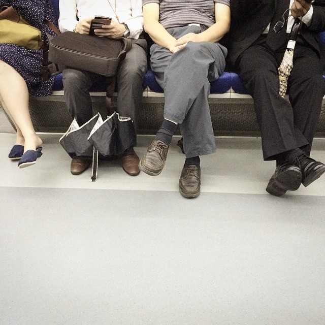#instagram #instastill #korea #seoul #still #metro #subway #different #comfortable #pose #지하철 #각자 의 #방식