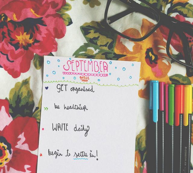 lifestyle book blog uk vivatramp monthly goals