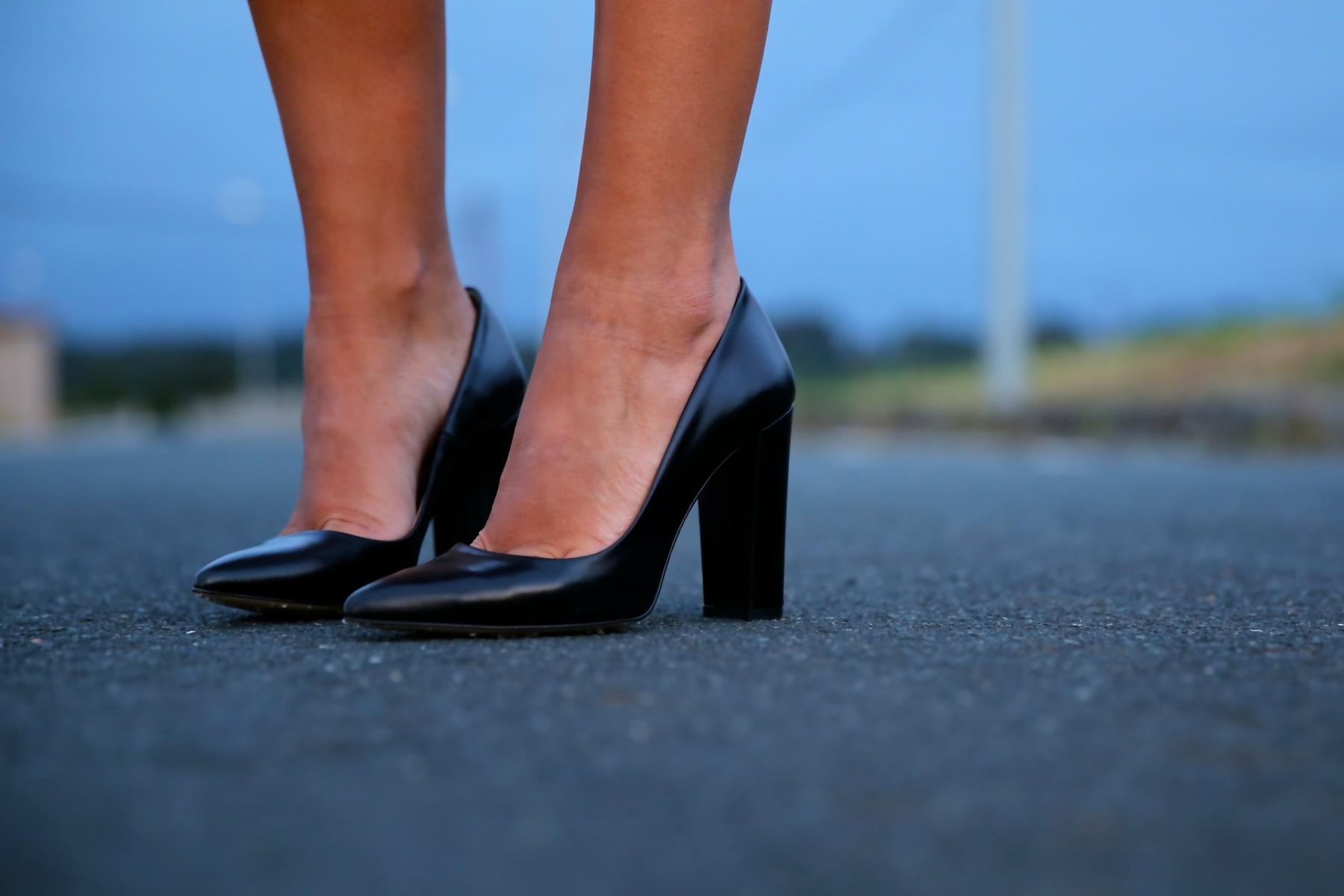 trendy_taste-look-outfit-street_style-ootd-blog-blogger-fashion_spain-moda_españa-denim_shorts-shorts_vaqueros-chaqueta_cuero-leather_jacket-ysl-saint_laurent-1