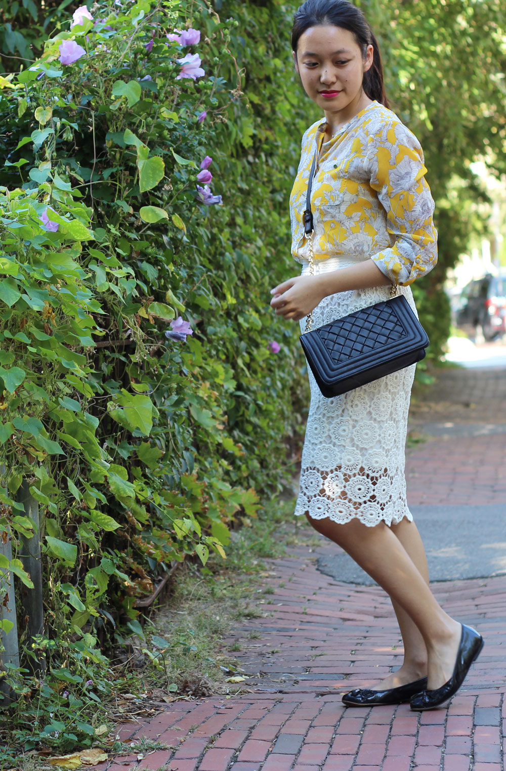 White lace skirt and black quilted box bag