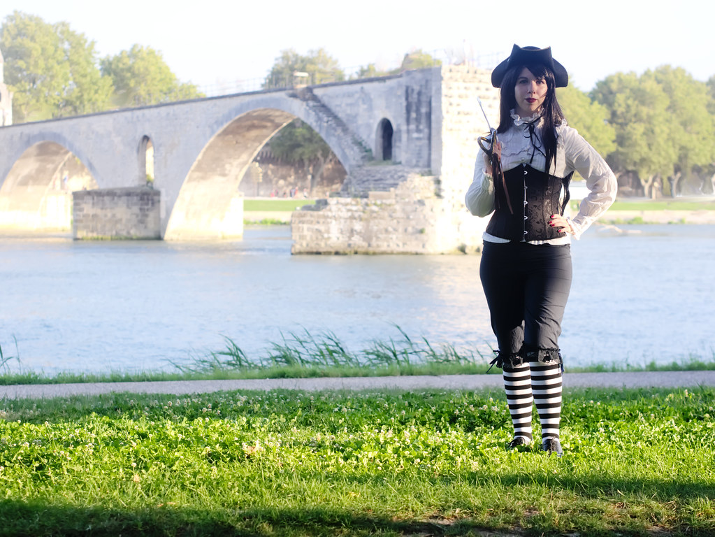 related image - Shooting She's a Pirate - Avignon - 2014-08-10- P1900991