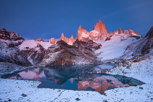 morning mountain lake snow reflection argentina sunrise dawn nationalpark twilight fitzroy images getty stillwater massif losglaciares lagunadelostres pinkglow