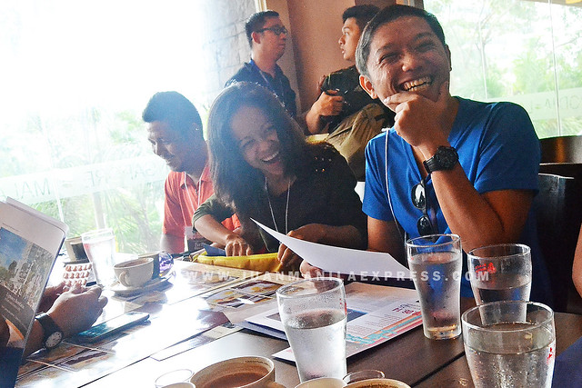 #ILOVEMKH BLOGGERS. Husband and wife tandem Jonel and Marjorie Uy starts the day with some good laugh while Ferdz Decena of Ironwulf En Route smiles at the back.