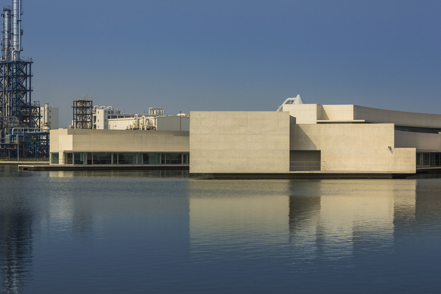 mm_The Building on the Water design by Álvaro Siza + Carlos Castanheira_13