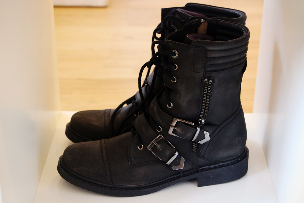 Tamaris-boots-with-buckles