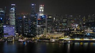 Downtown Singapore vanaf het dak van het Marina Bays Sands Hotel