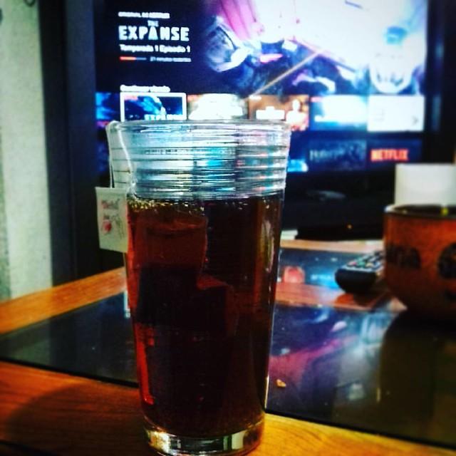 Terminar la noche viendo #TheExpanse con un delicioso Té rojo con chía y miel de agave 👌