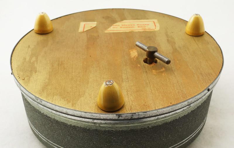 RD15027 Vintage Wind Up Music Powder Trinket Box Dutch Boy Round Aluminum DSC06803