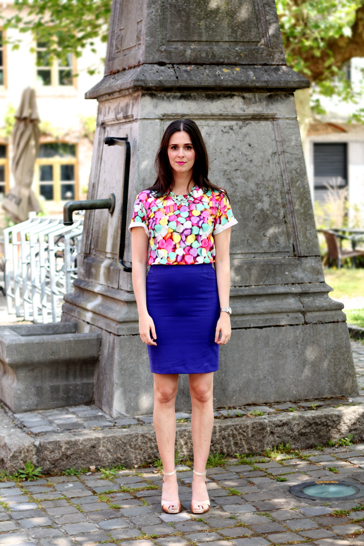 pencil skirt heels photoprint t-shirt h&m oasap