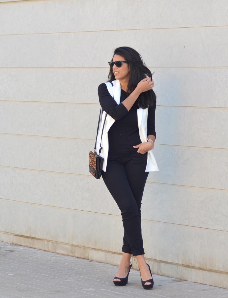 florenciablog total black look chaleco blanco como llevar chalecos leopard print stradivarius  (5)