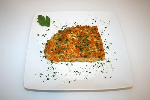 45 - Putenschnitzel mit bunter Gemüsehaube - Serviert / Vegetable coated turkey escalopes - Served