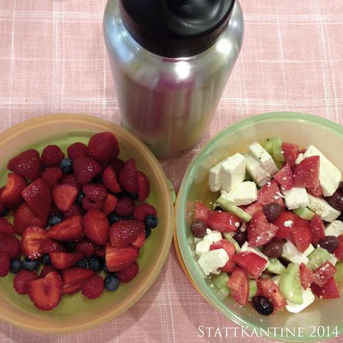 StattKantine 07.08.14 - Griechischer Salat, Beeren, Orangensaftschorle