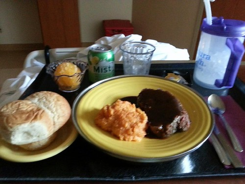 Hospital food pr0n courtesy of Thinking Fella who was hospitalized with lung emboli. Super fun because of the IV pain meds