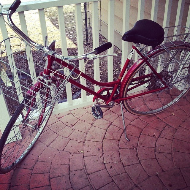One house that is within 2 miles of everything+one blown up car= an easy decision to add a $90 vintage schwinn bike to our family. Isn\'t she beautiful? I'm in love!