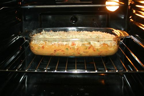 54 - Auflauf in den Ofen schieben / Bake casserole in oven