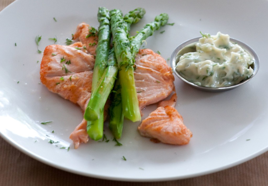 salmon with asparagus & dill mayo