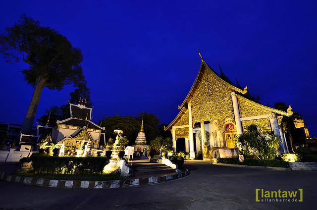 Wat Chedi Luang at dawn