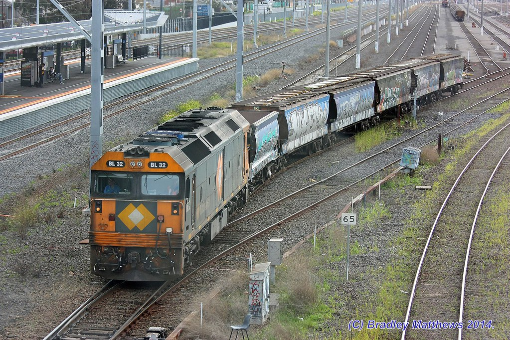 BL32 with an up empty single Apex wagon & 5 grain wagons at West Footscray (10/9/2014) by Bradley Matthews
